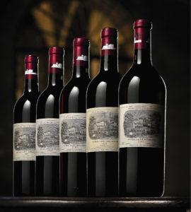 Château Lafite-Rothschild, Pauillac, Bordeaux. Il Château Lafite Rothschild è il vino più costoso del mondo, infatti una bottiglia delle migliori annata può essere venduta all'asta per cifre che si aggirano fra i 100 mila e i 500 mila euro