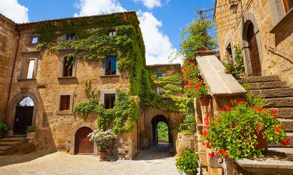 Civita di Bagnoregio è uno dei borghi medioevali più suggestivi d'Italia