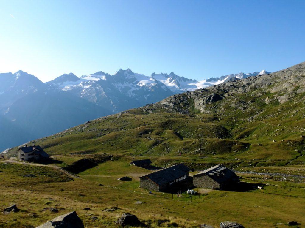 ll rifugio Vittorio Sella sul Gran Paradiso. Fu inaugurato nel 1932 come rifugio alpino e venne dedicato all'alpinista Vittorio Sella. Dispone di 161 posti letto (13 nel locale invernale). Ogni estate è meta di centinaia di escursionisti