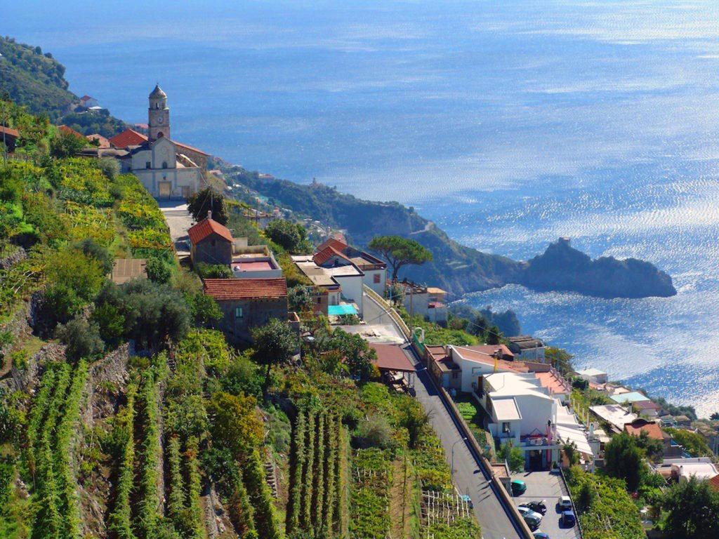 Costiera Amalfitana, le spettacolari vigne della Cantina Marisa Cuomo a Furore