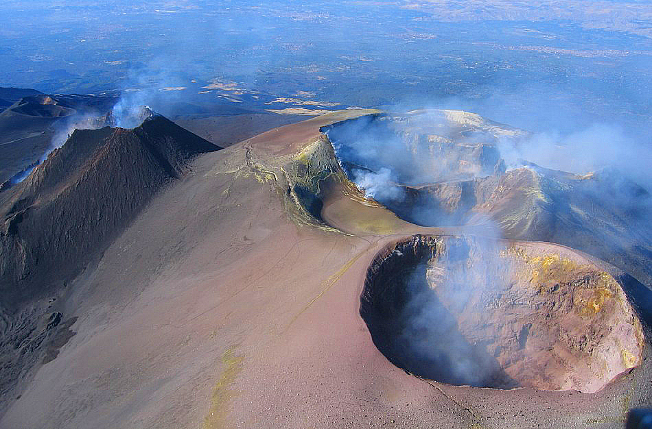 L'imponente cratere centrale dell'Etna